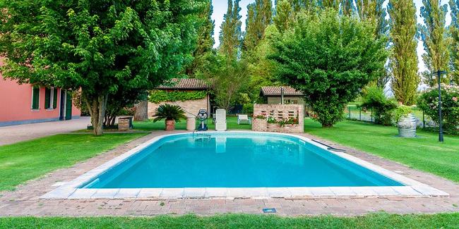 Combien coûte une construction de piscine de taille moyenne ?